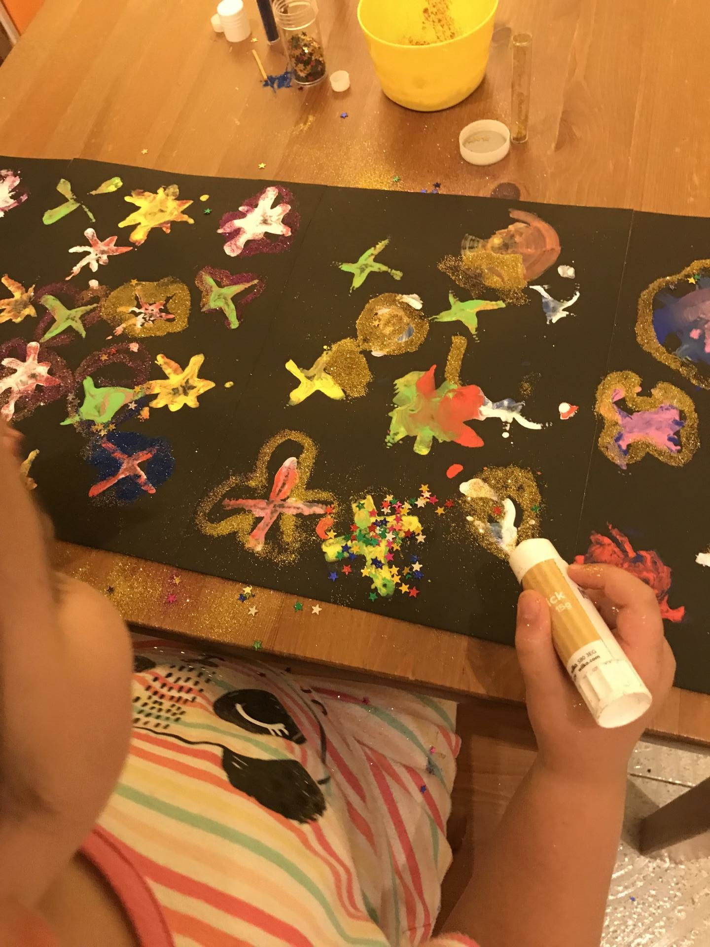 Easy fireworks painting for Bonfire night